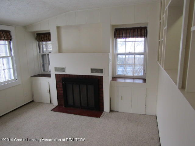 2463 S Rundle Ave - Family Room - 19