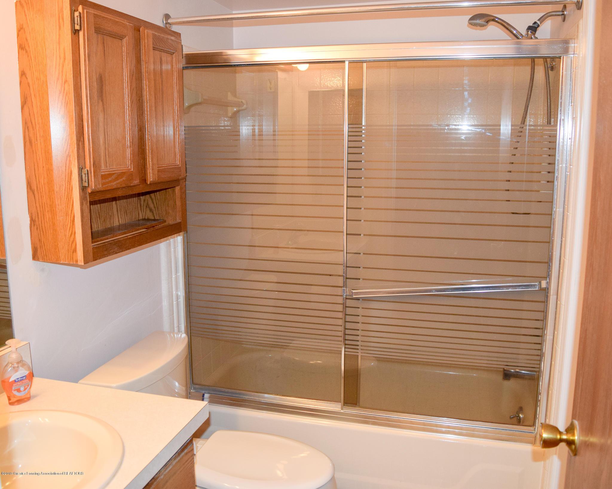 472 Red Cedar Blvd 1 - Main Floor Bathroom - 15