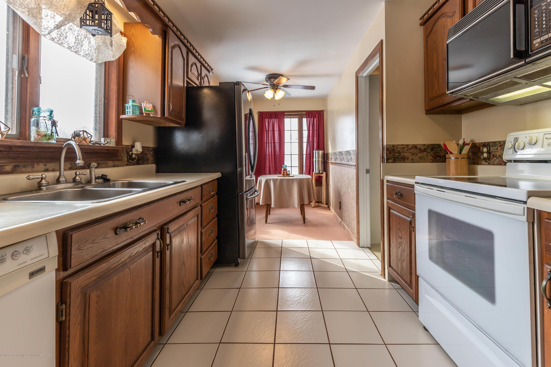 509 S Ottawa St - Kitchen - 11