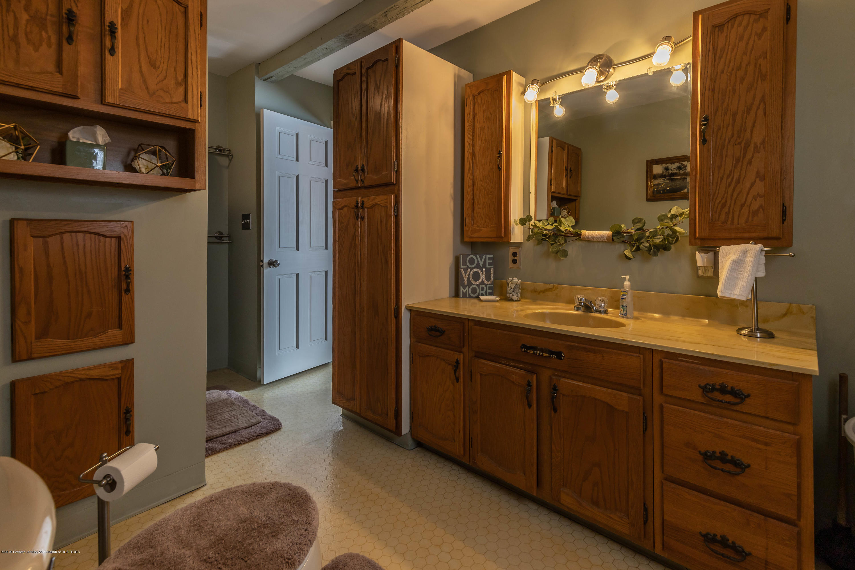509 S Ottawa St - Main Floor Bath - 17