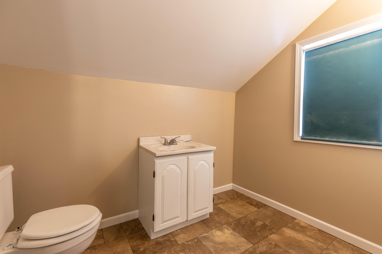 509 S Ottawa St - 2nd Floor Bath - 25