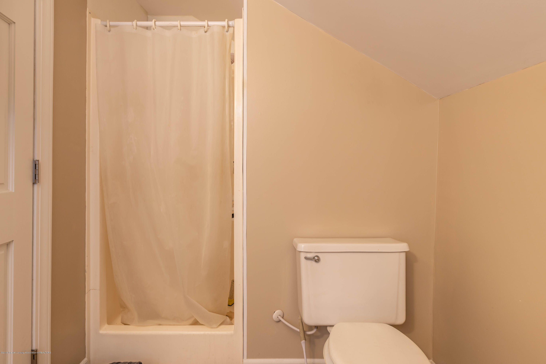 509 S Ottawa St - 2nd Floor Bath - 26