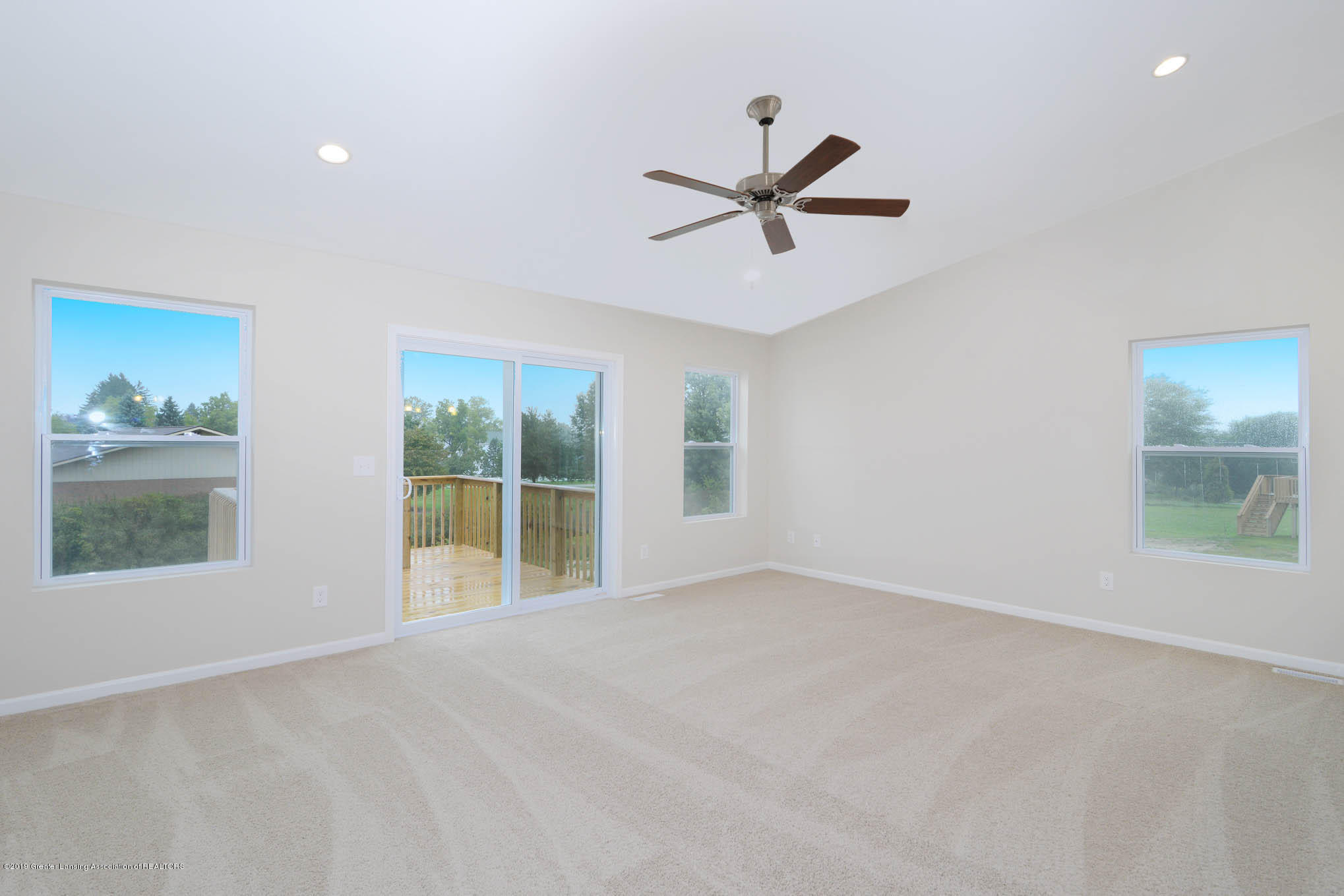 3532 Fernwood Ln - GDN069-C2040-Great Room-1 - 3