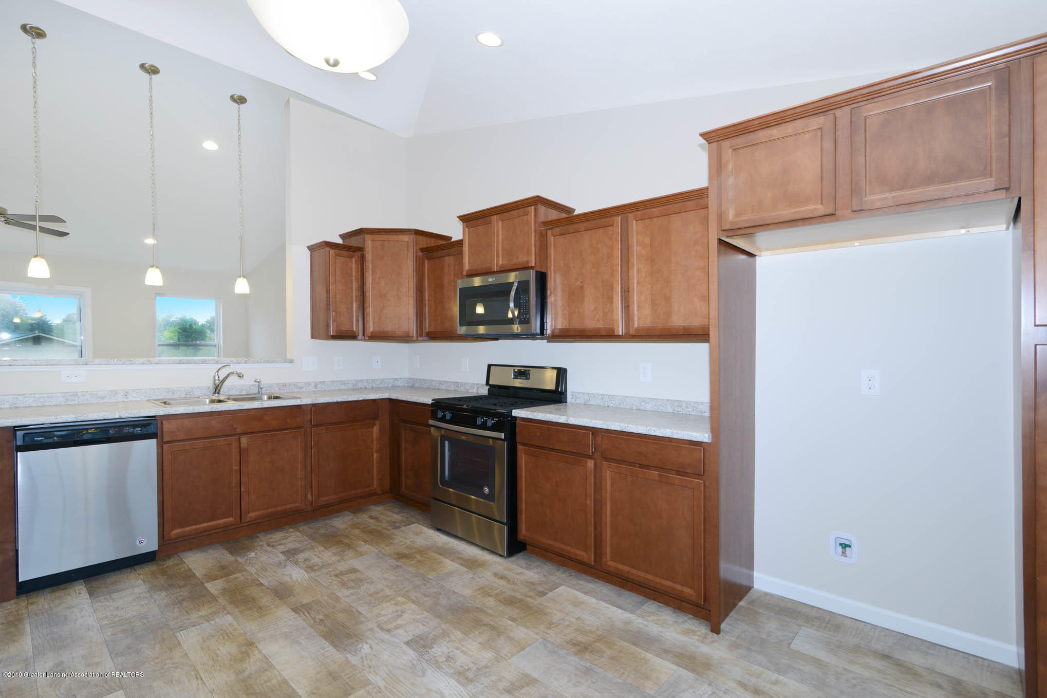 3532 Fernwood Ln - GDN069-C2040-Kitchen-2 - 4