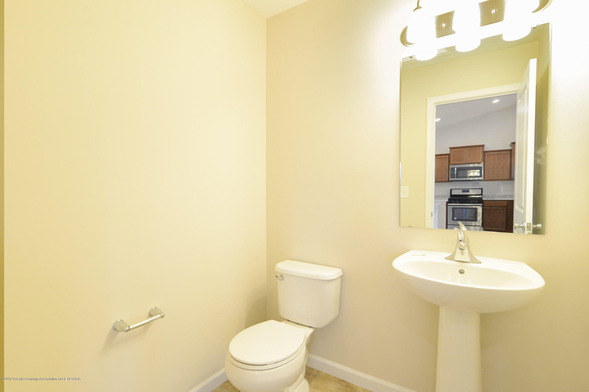 3532 Fernwood Ln - GDN069-C2040-Powder Room - 6