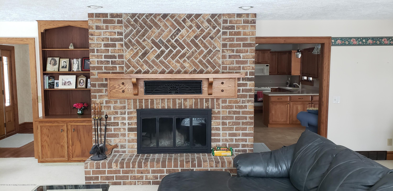 14403 Center Rd - center fireplace - 27