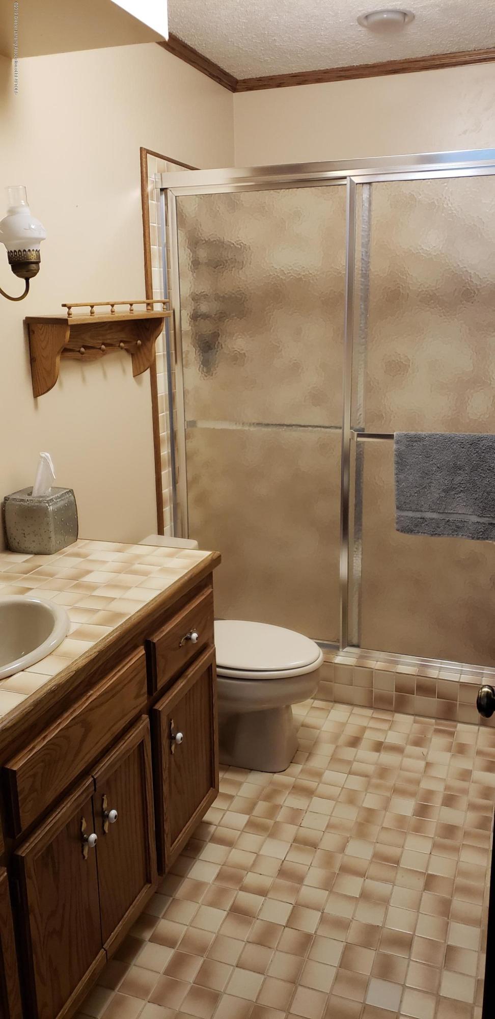 14403 Center Rd - center 1str floor bath - 12