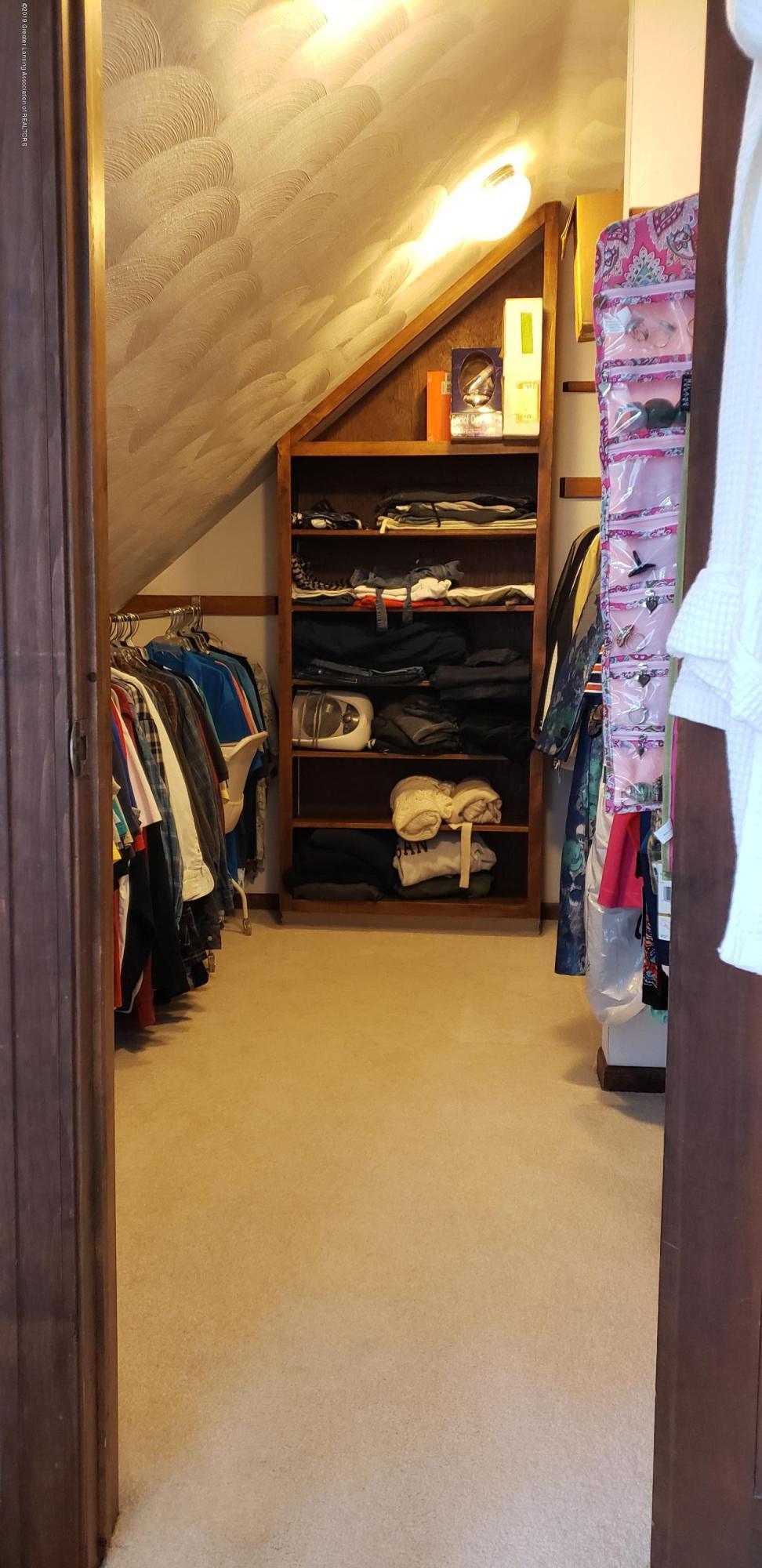 14403 Center Rd - center master closet - 34