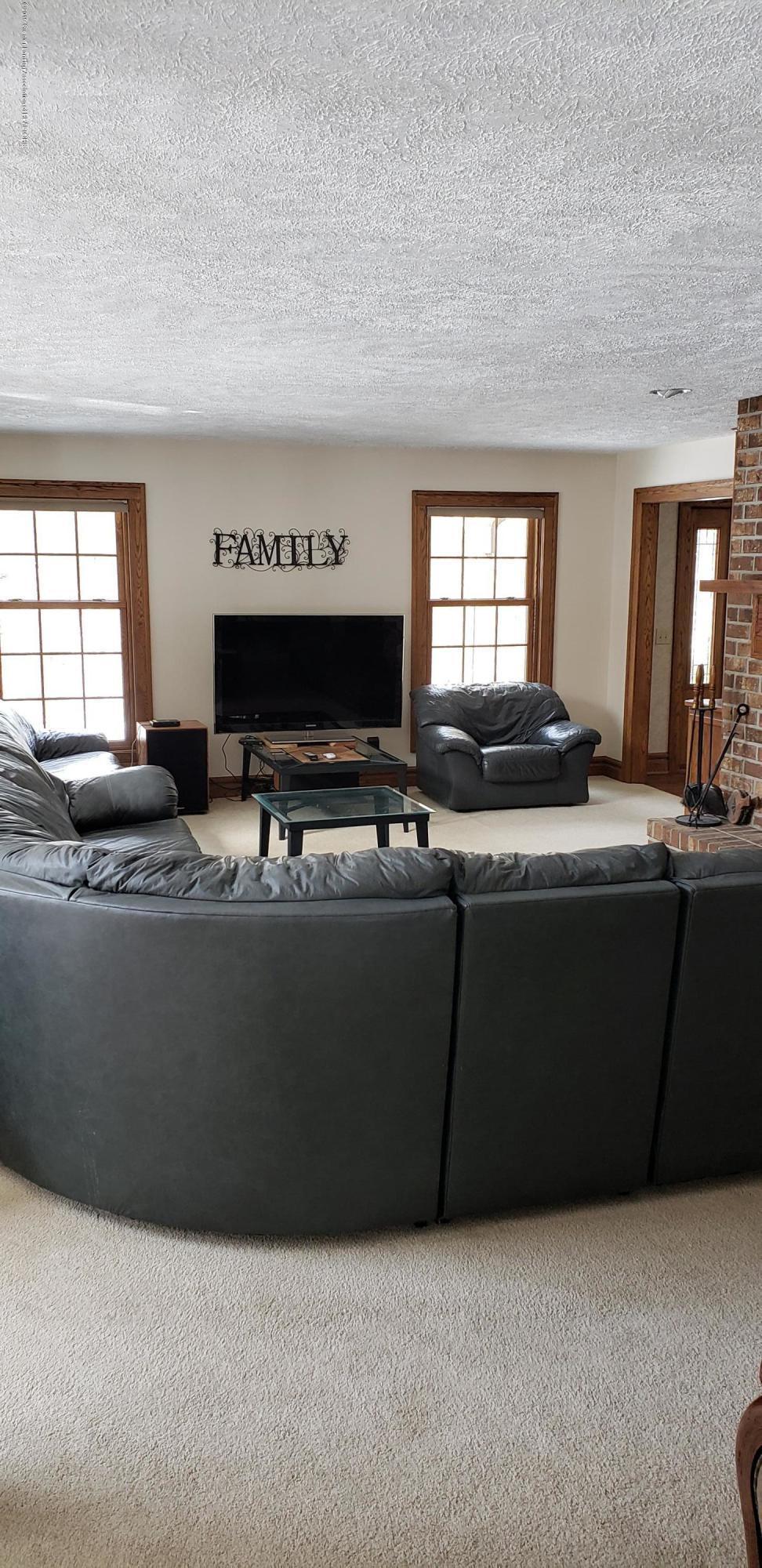 14403 Center Rd - center living room - 28