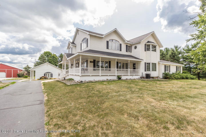 11880 Oneida Rd - FRONT EXTERIOR - 1