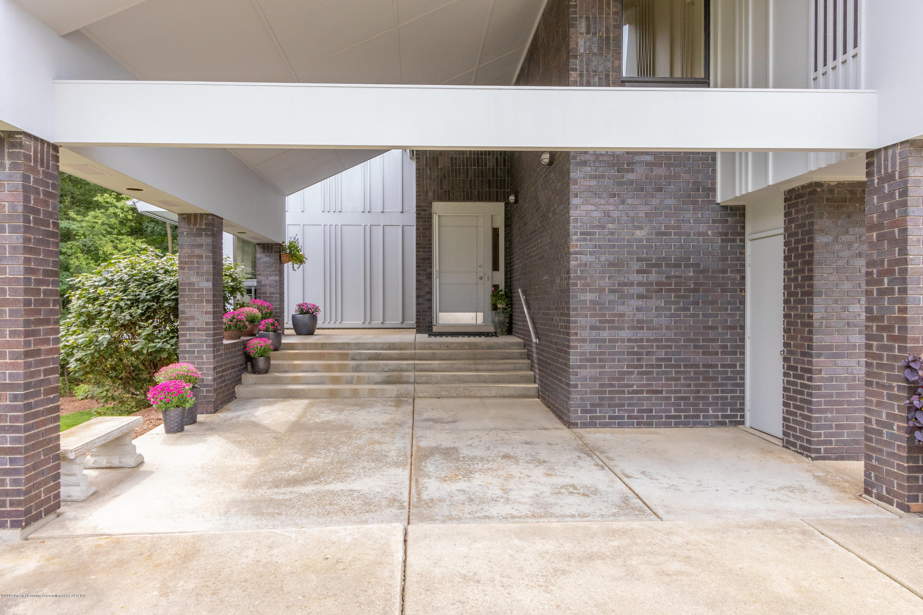 1829 Spring Lake Dr - Front Entry - 10