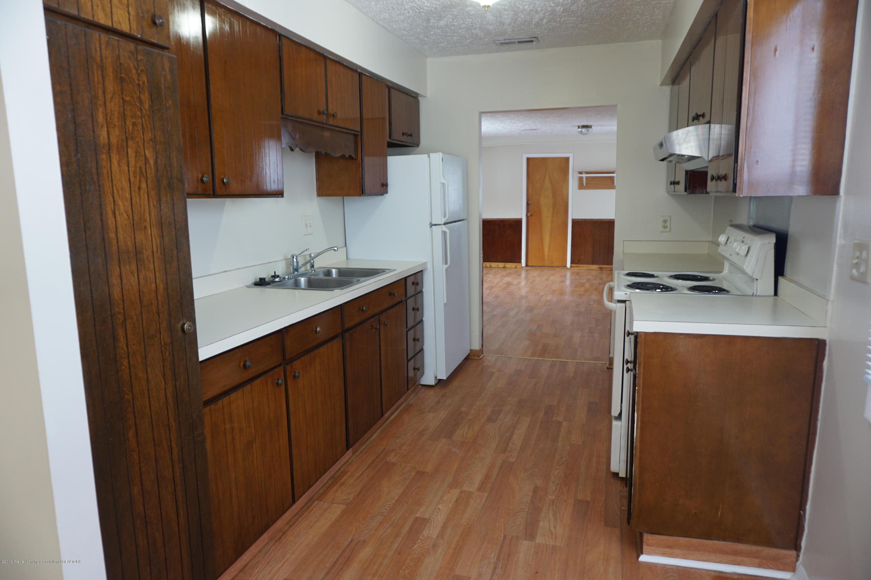4604 Kathy Ct - Kitchen - 9