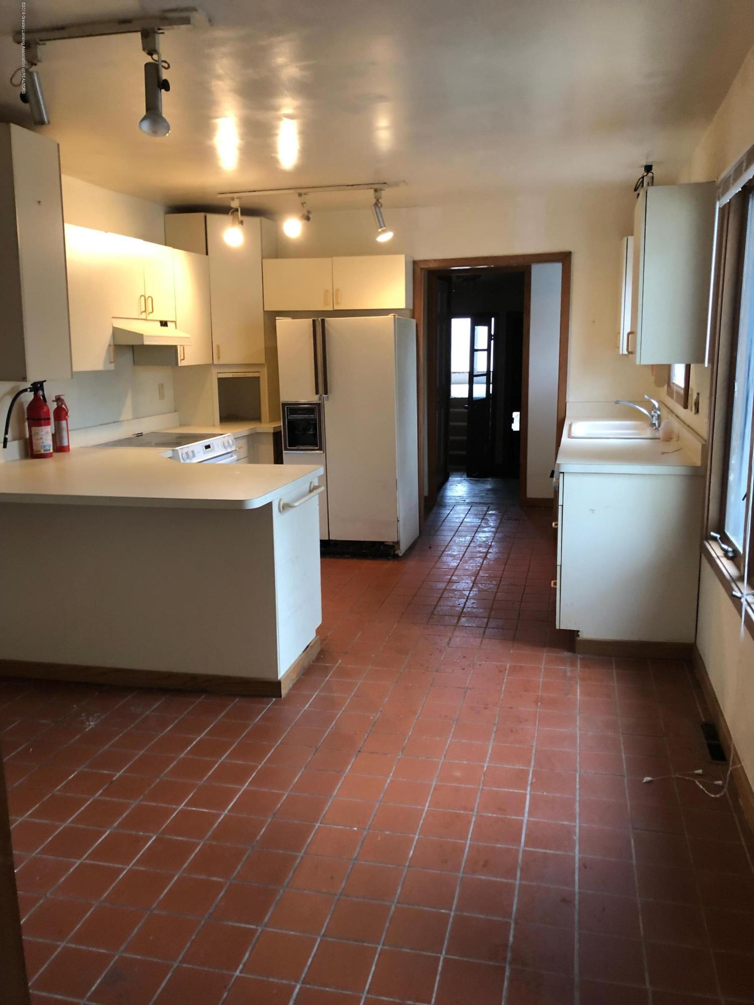 880 Barry Rd - Kitchen - 2