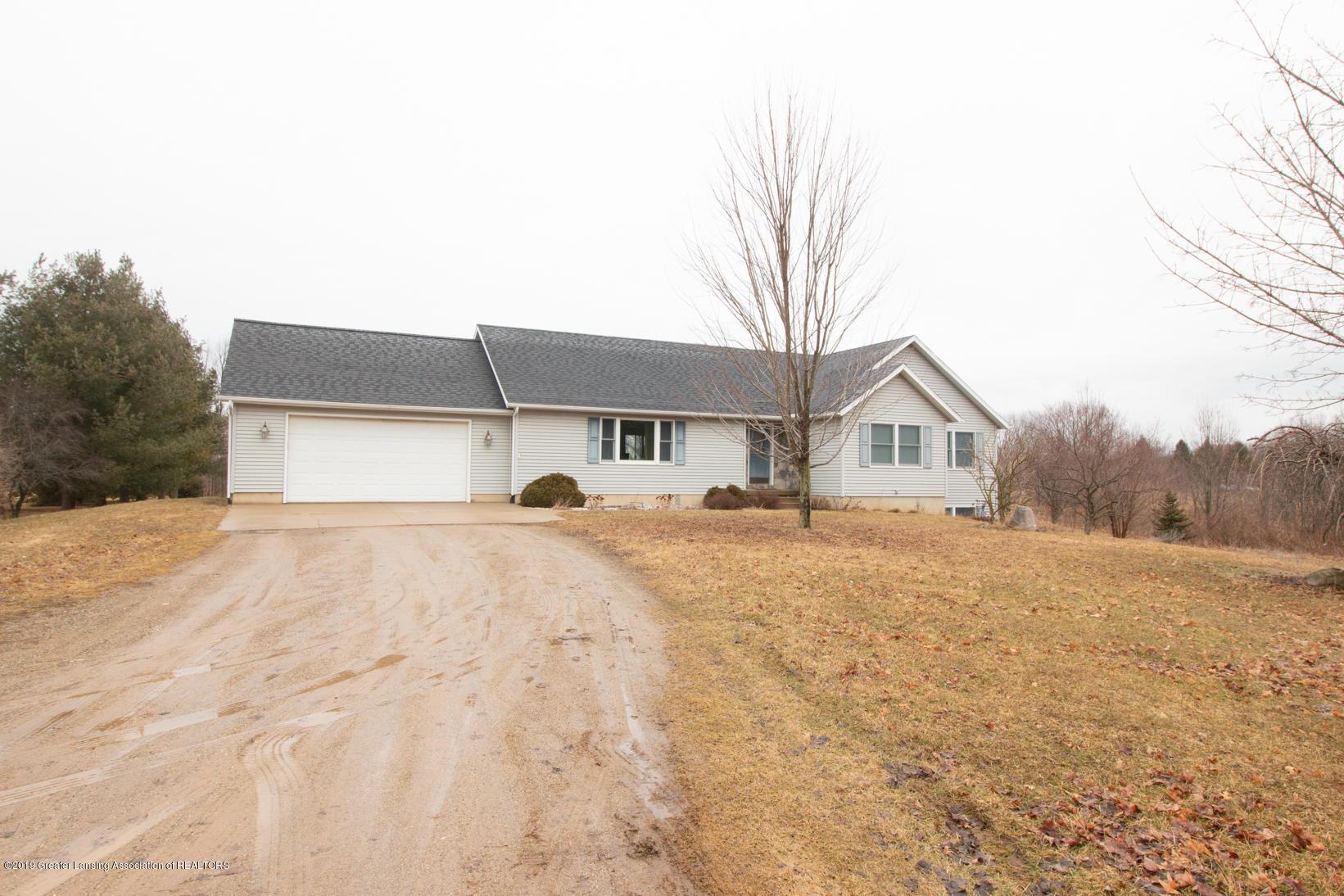 10380 Devereaux Rd - Front/driveway - 21