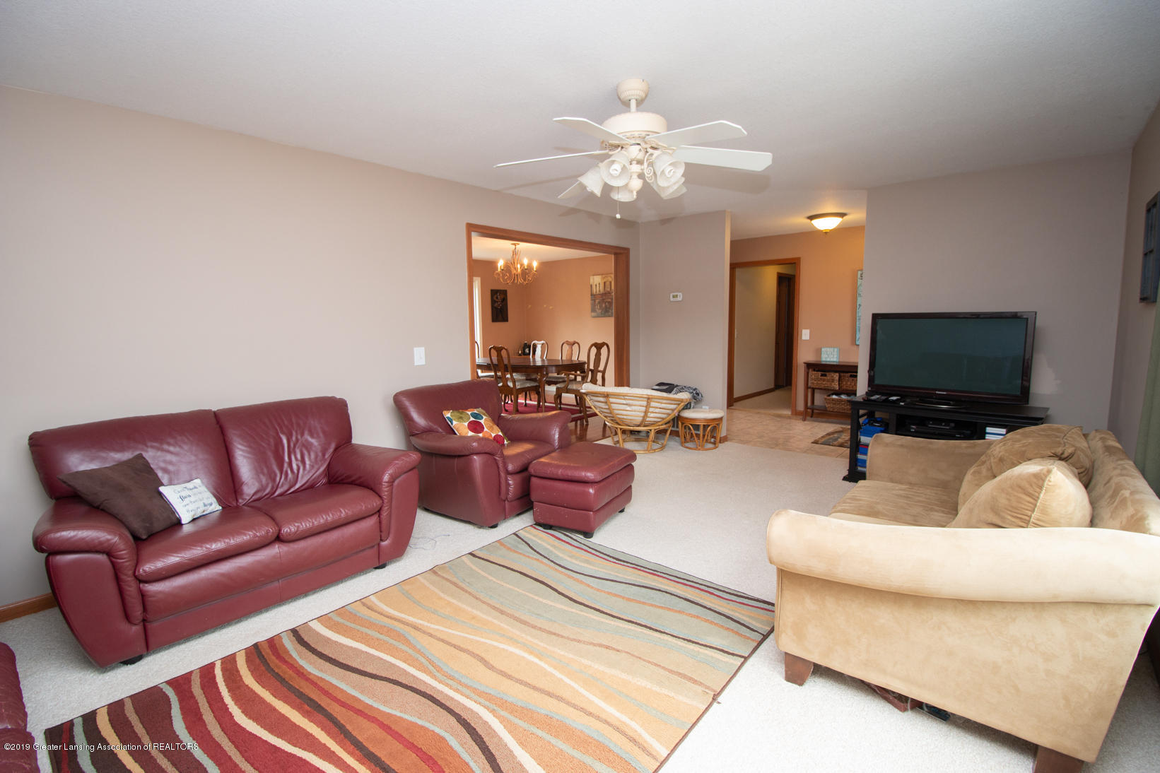 10380 Devereaux Rd - Living room - 3