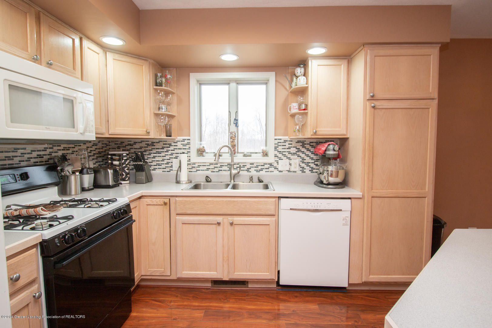 10380 Devereaux Rd - Kitchen - 8