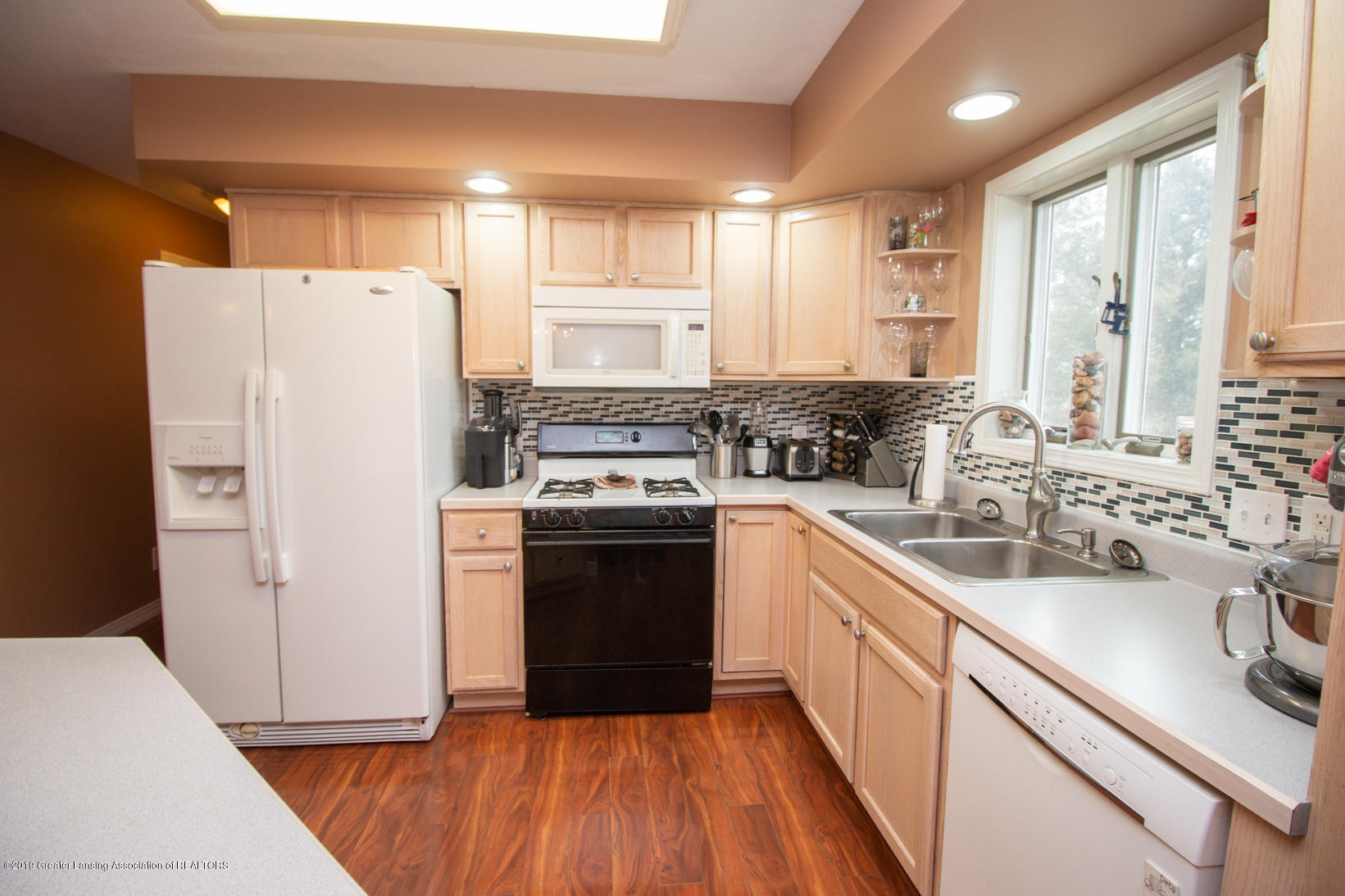 10380 Devereaux Rd - Kitchen - 7