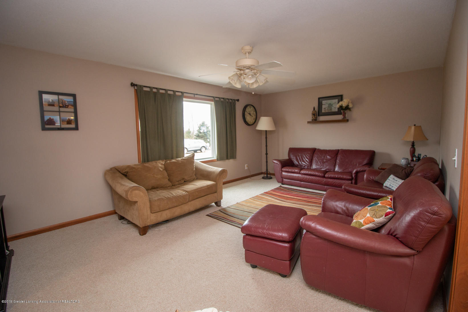 10380 Devereaux Rd - Living room - 5