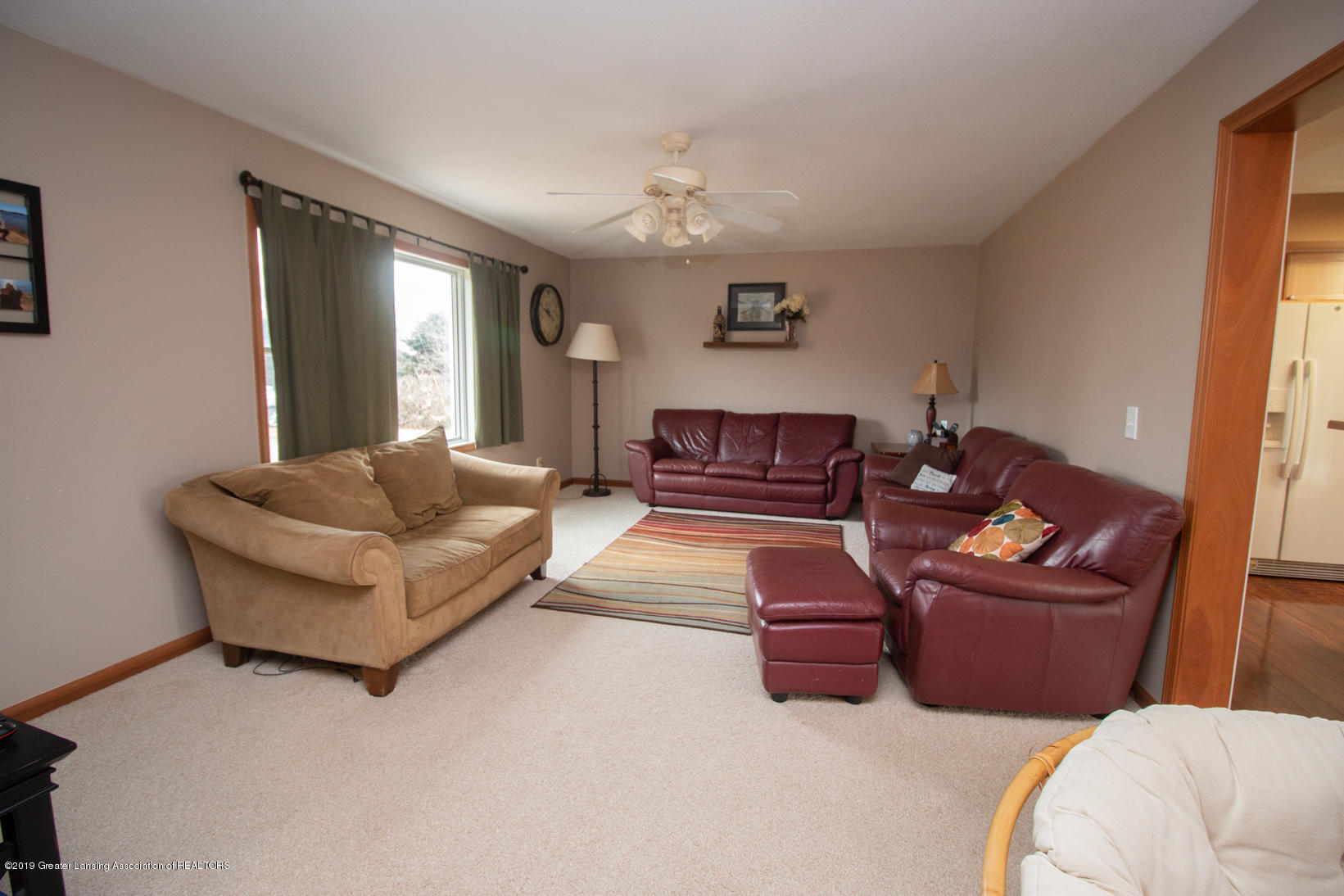 10380 Devereaux Rd - Living room - 4