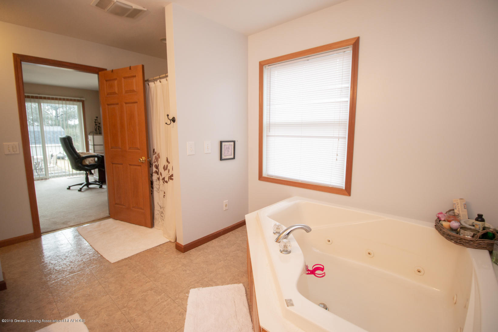 10380 Devereaux Rd - Master bath - 15