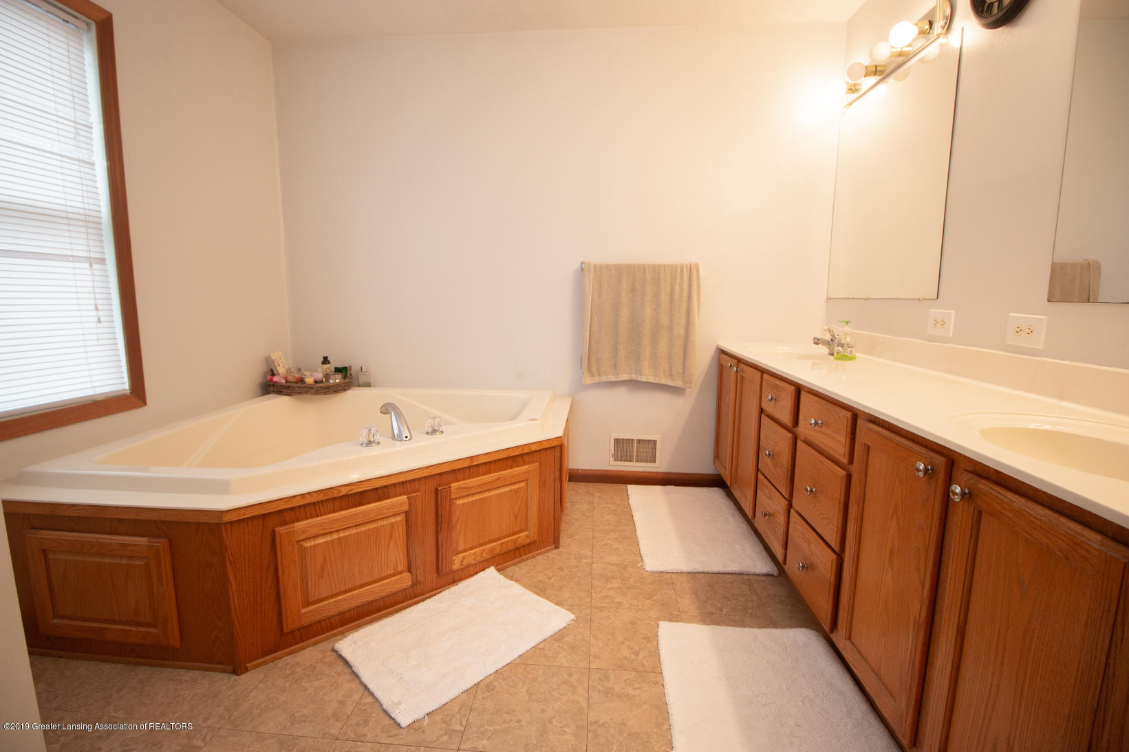 10380 Devereaux Rd - Master bath - 14