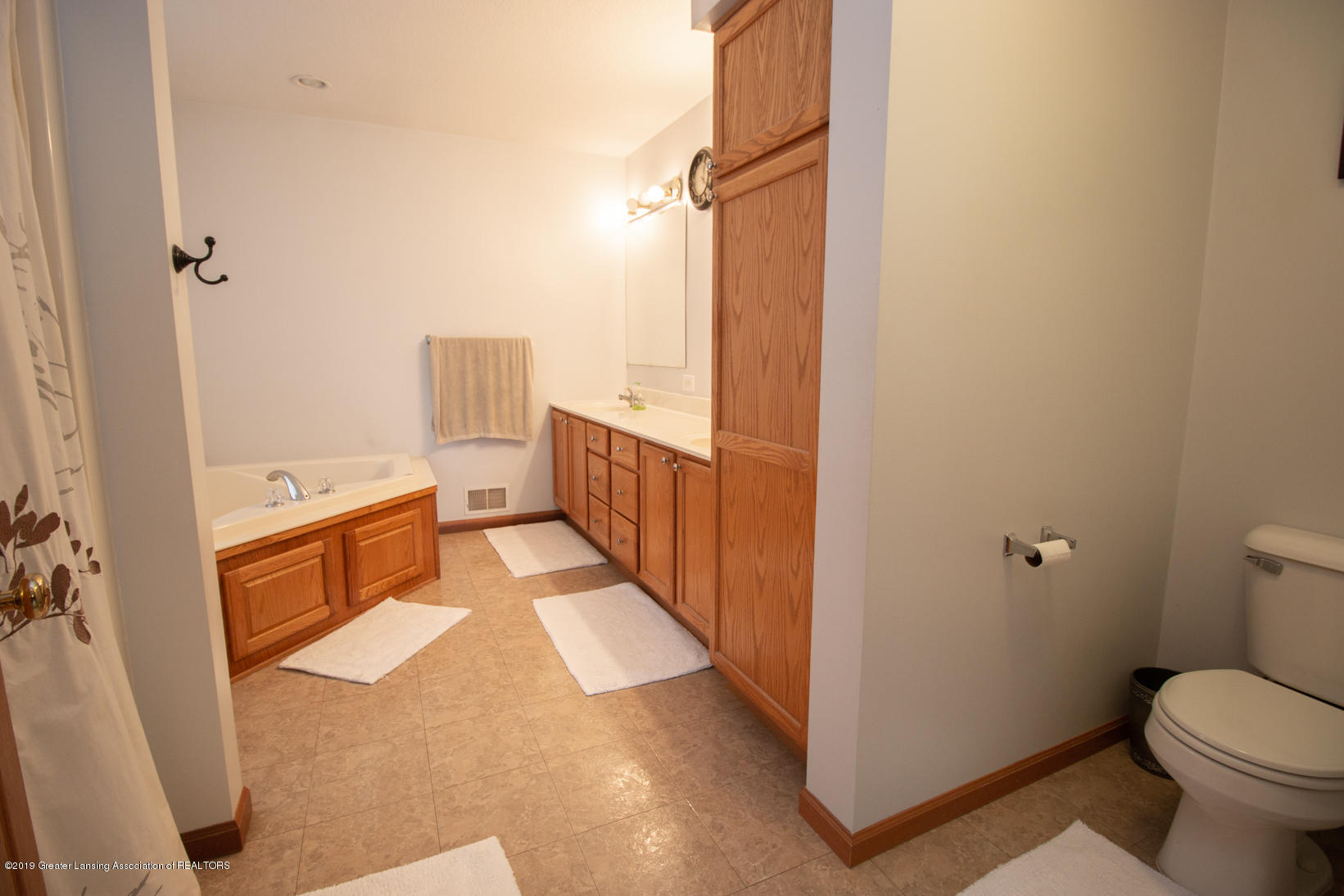 10380 Devereaux Rd - Master bath - 13