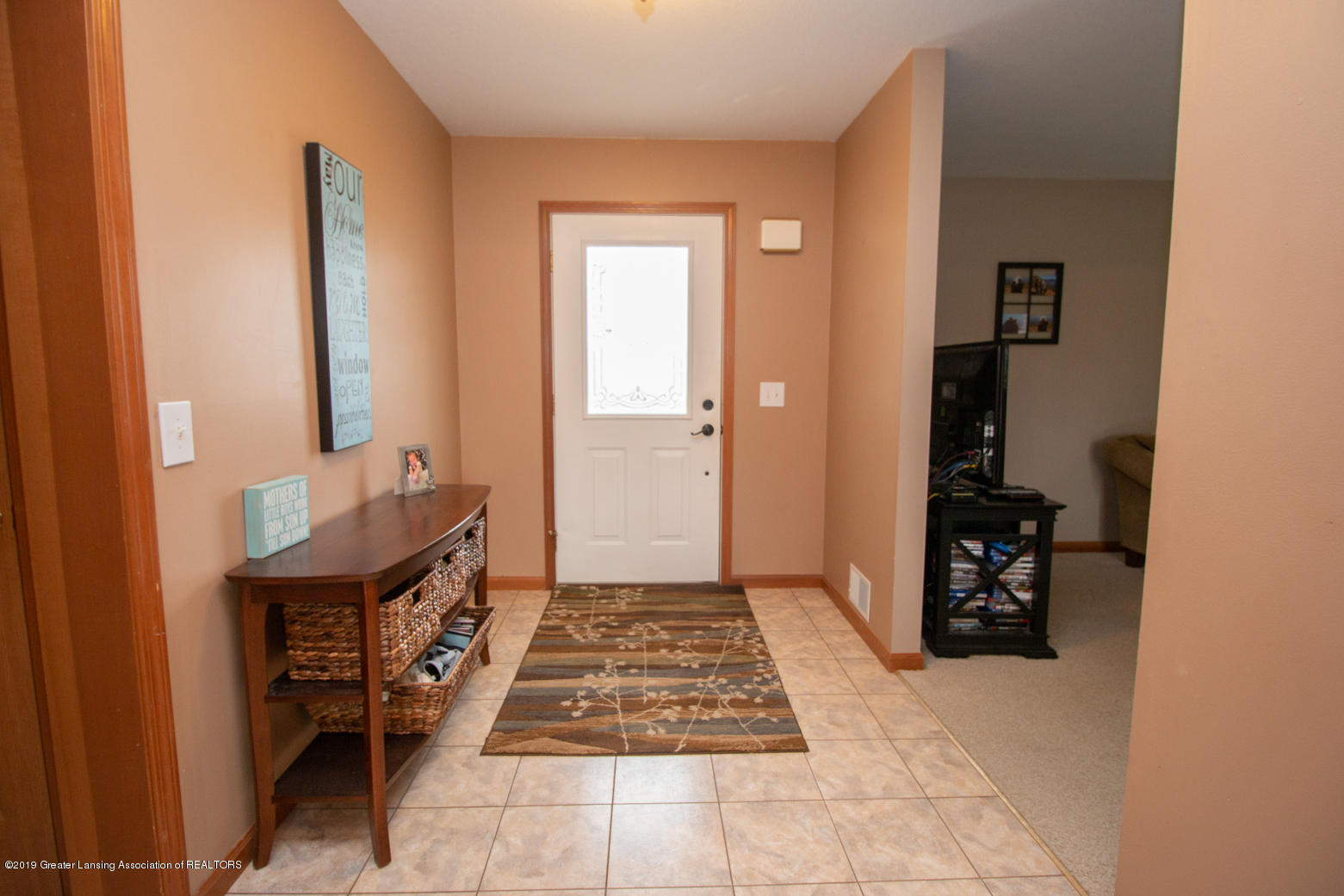10380 Devereaux Rd - Foyer - 2