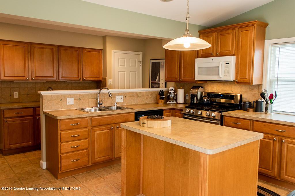 427 N Edgeworth Ave - Kitchen - 3