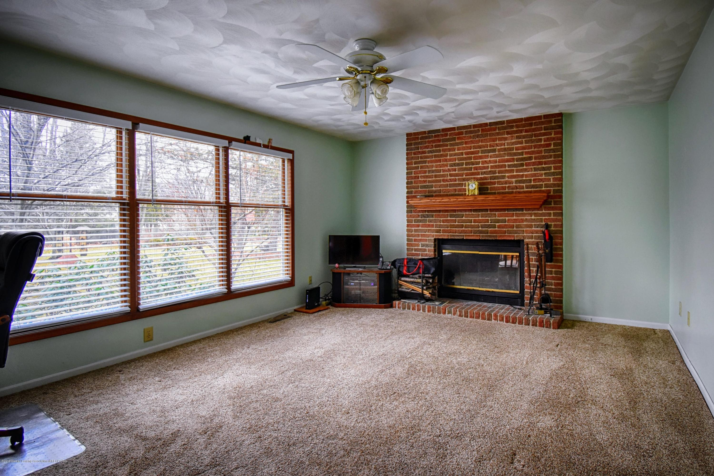 1414 Forest Hills Dr - Family Room - 10