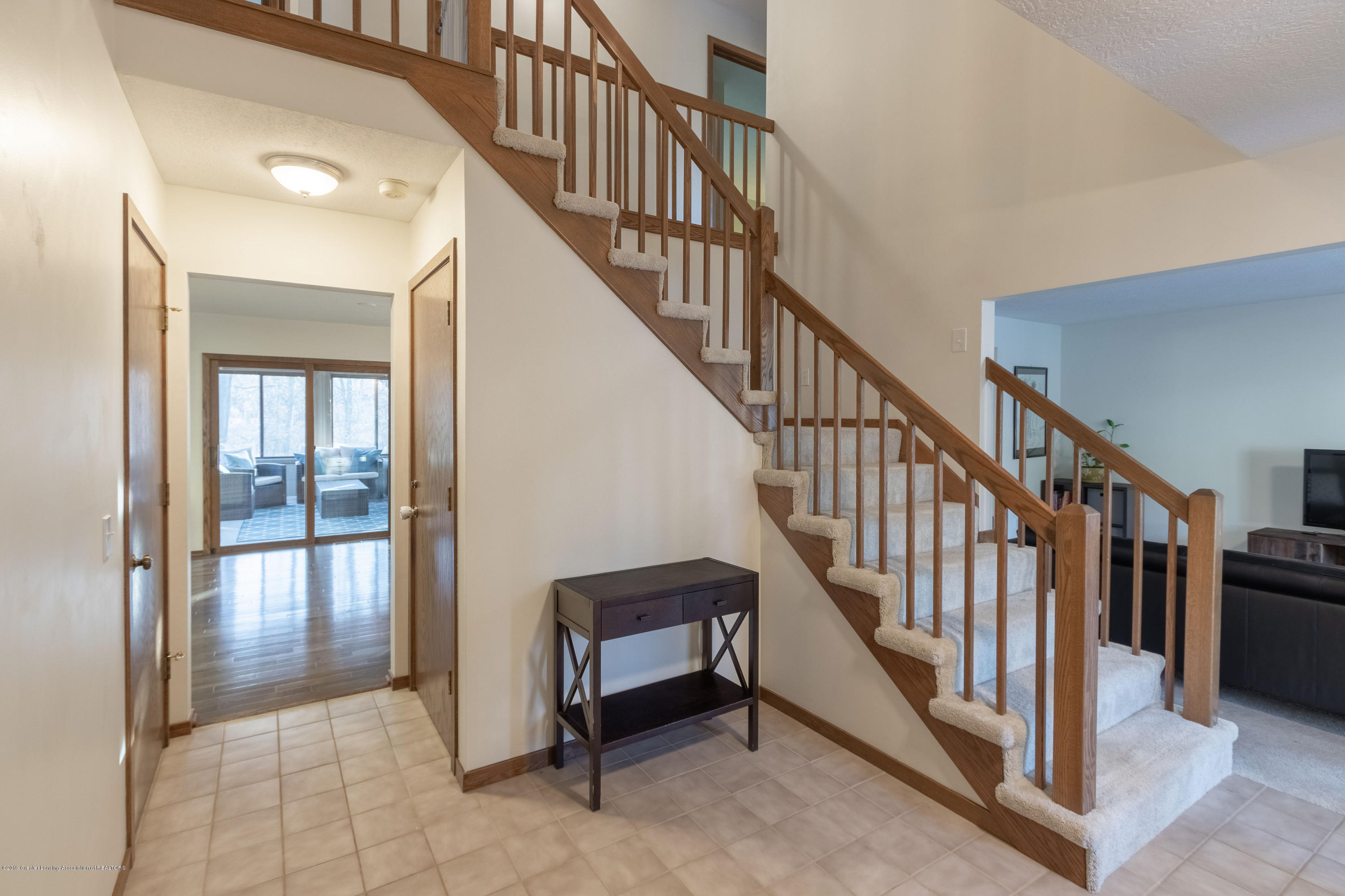 2543 Dustin Rd - Nice large open Foyer - 18