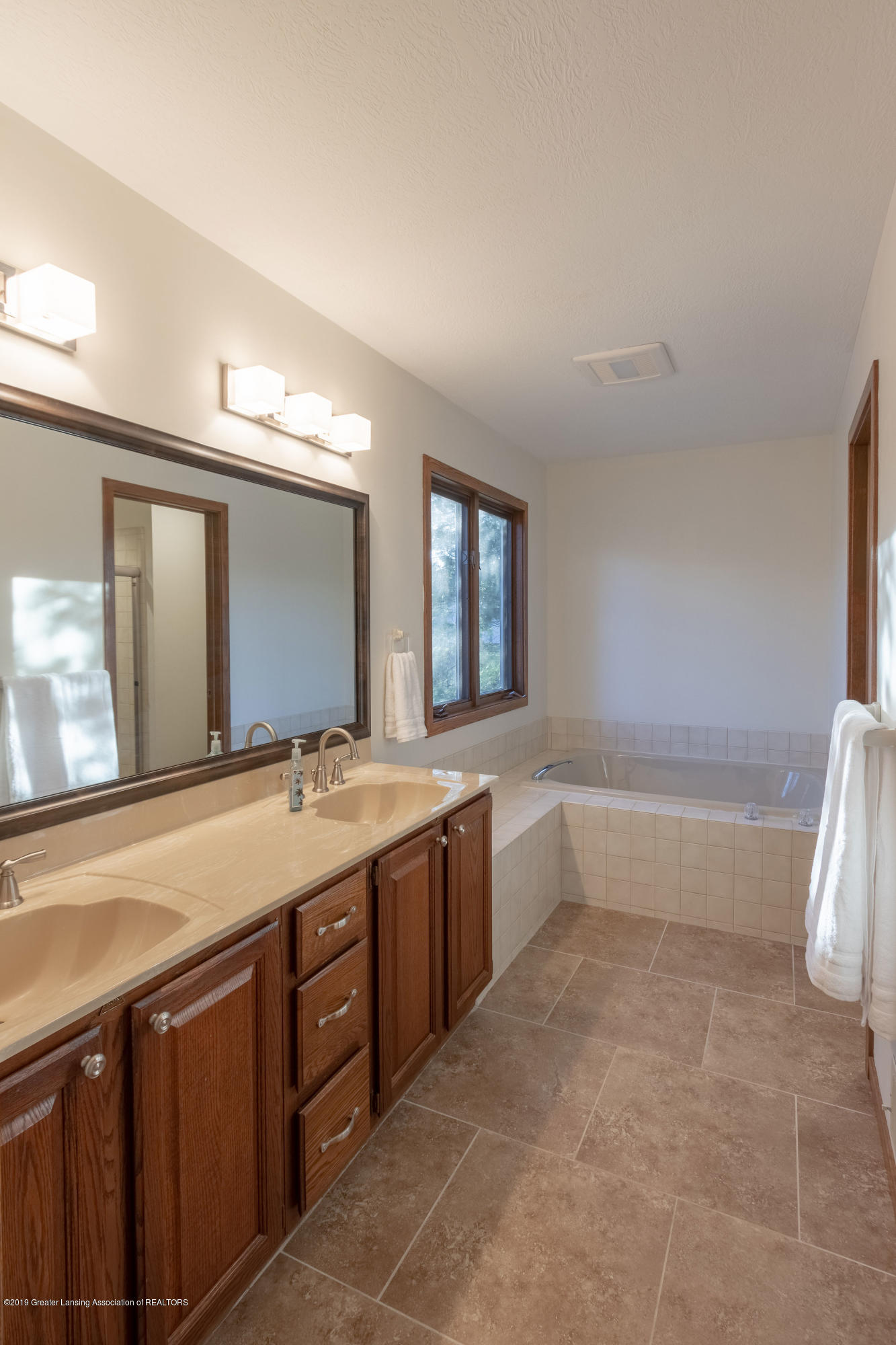 2543 Dustin Rd - 2nd floor Master suite bath - 35