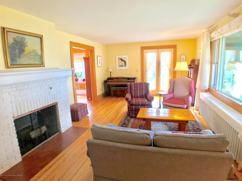 246 University Dr - Living Room - 4