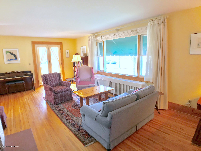 246 University Dr - Living Room - 5