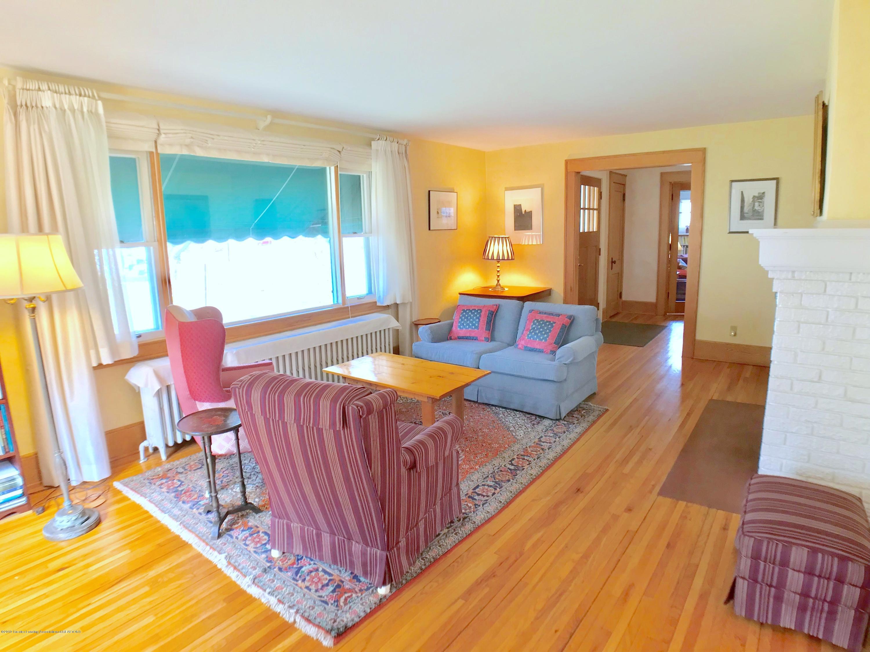 246 University Dr - Living Room - 6