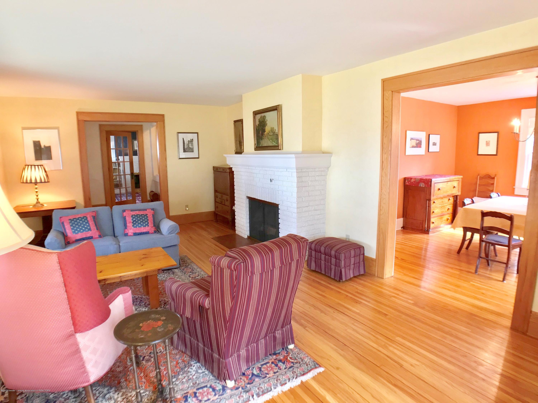 246 University Dr - Living Room - 7