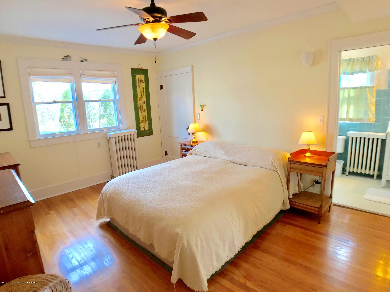 246 University Dr - Master Bedroom - 17