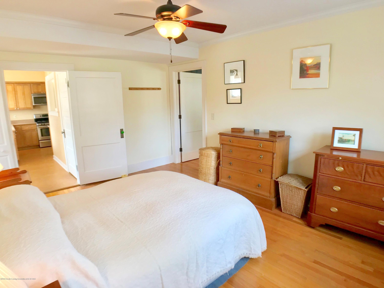 246 University Dr - Master Bedroom - 18