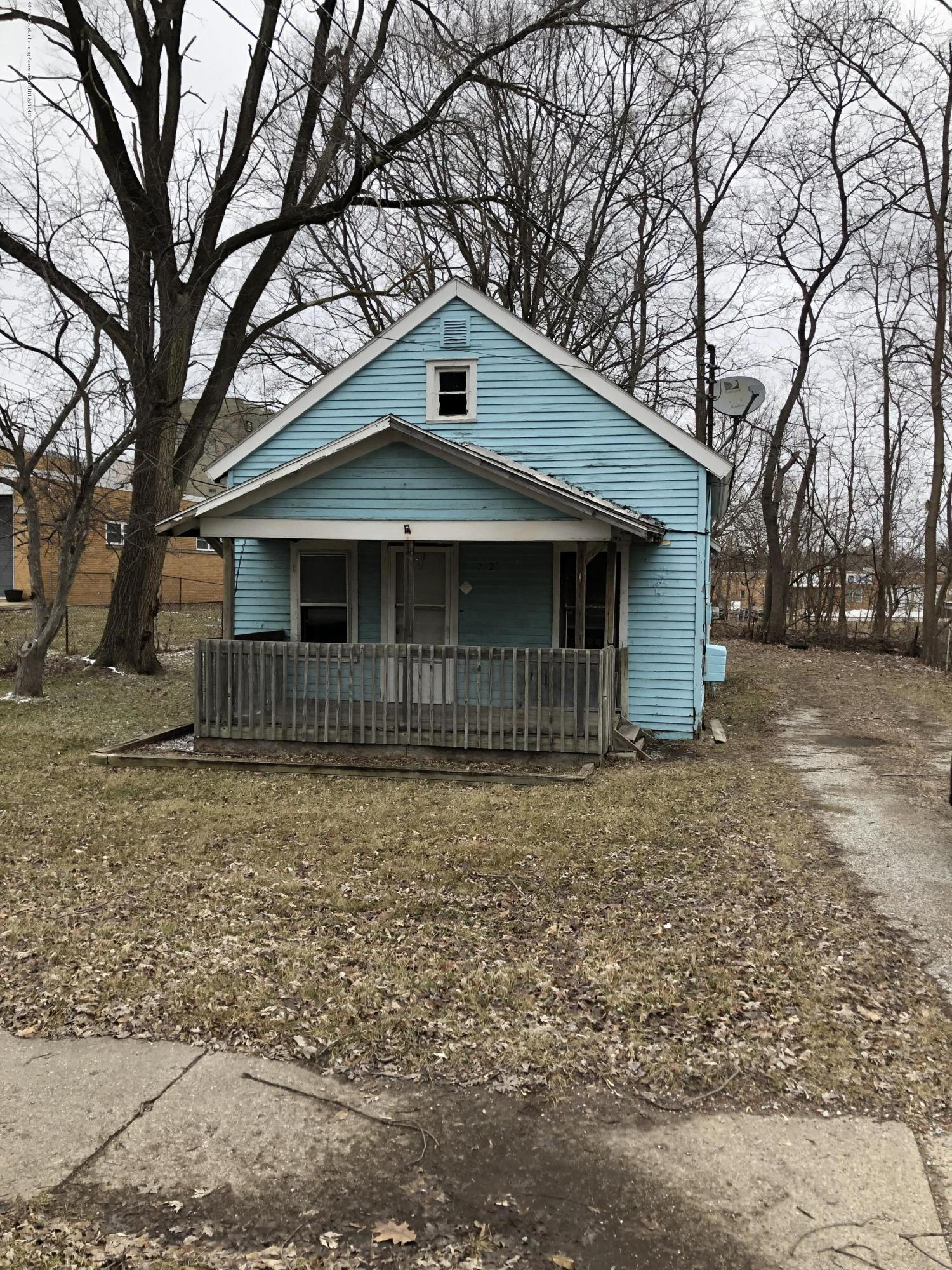 2106 N Grand River Ave - Front - 1