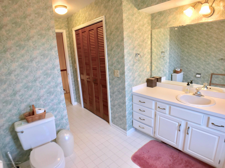 1858 Cimarron Dr - Second Level Full Bath - 27