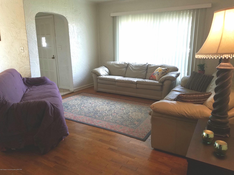 2810 E Saginaw St - Living Room - 2