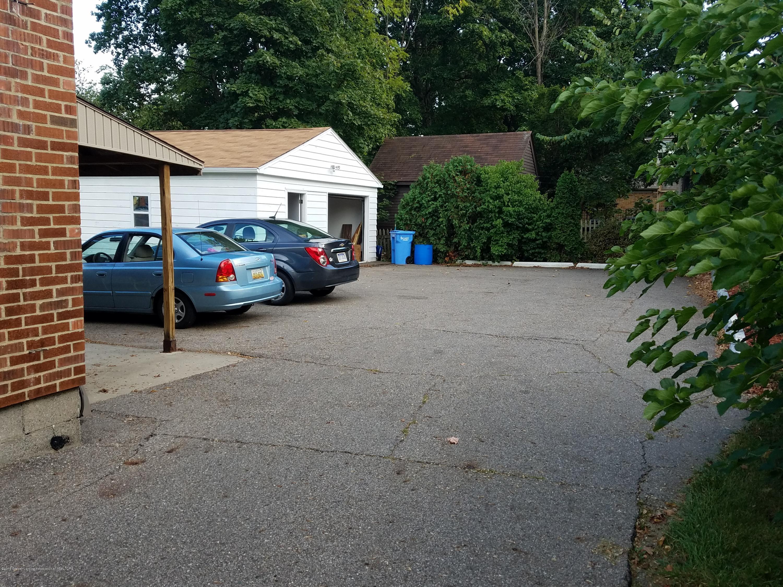 2810 E Saginaw St - Parking/Garage - 9
