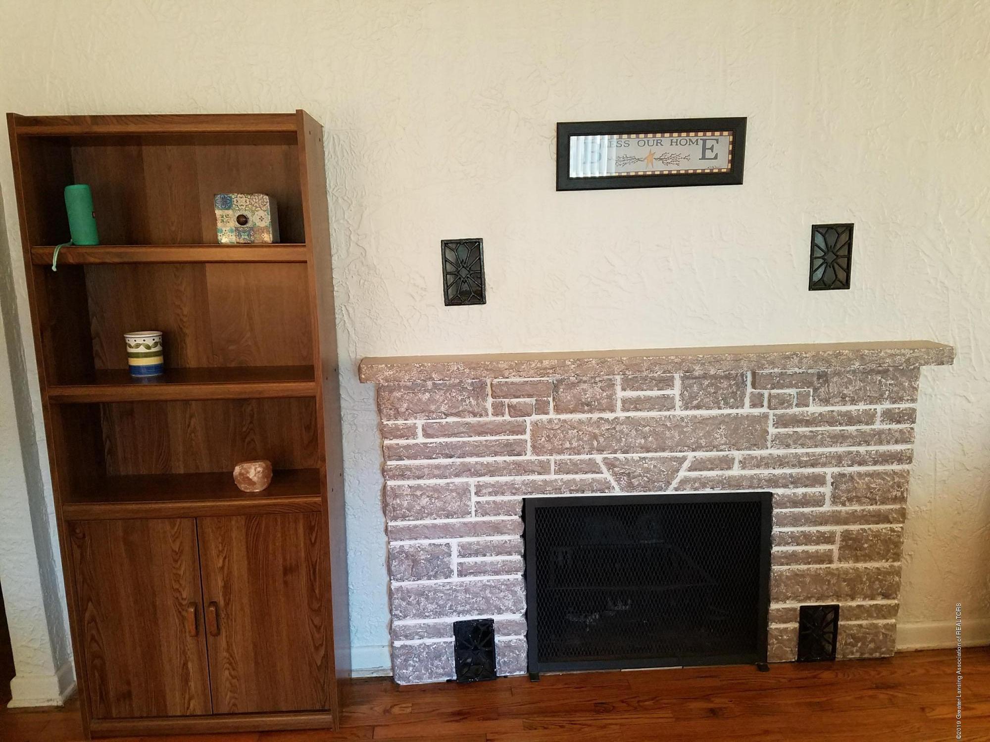 2810 E Saginaw St - Fireplace - 3