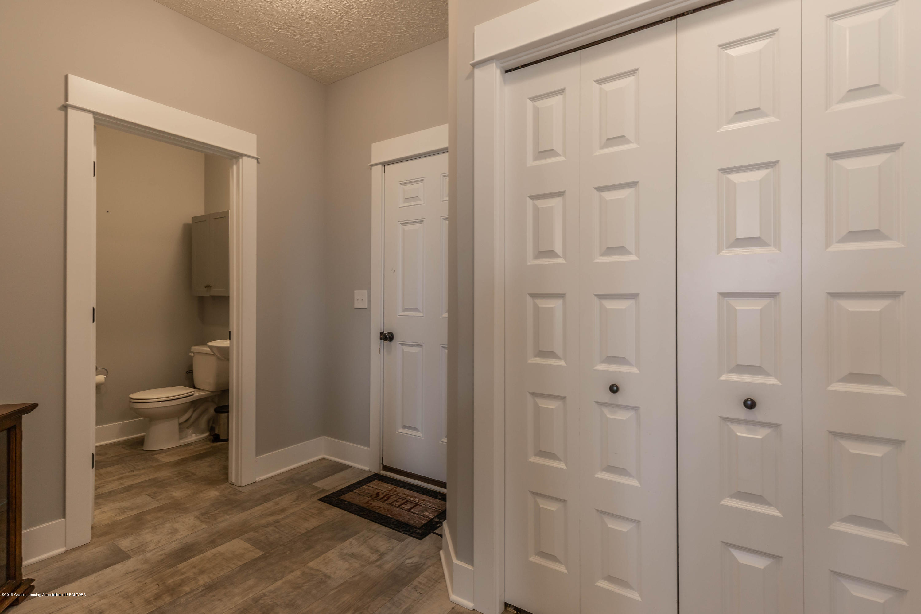 10565 Saddlebrook Dr - garage entrance ,half bath - 19