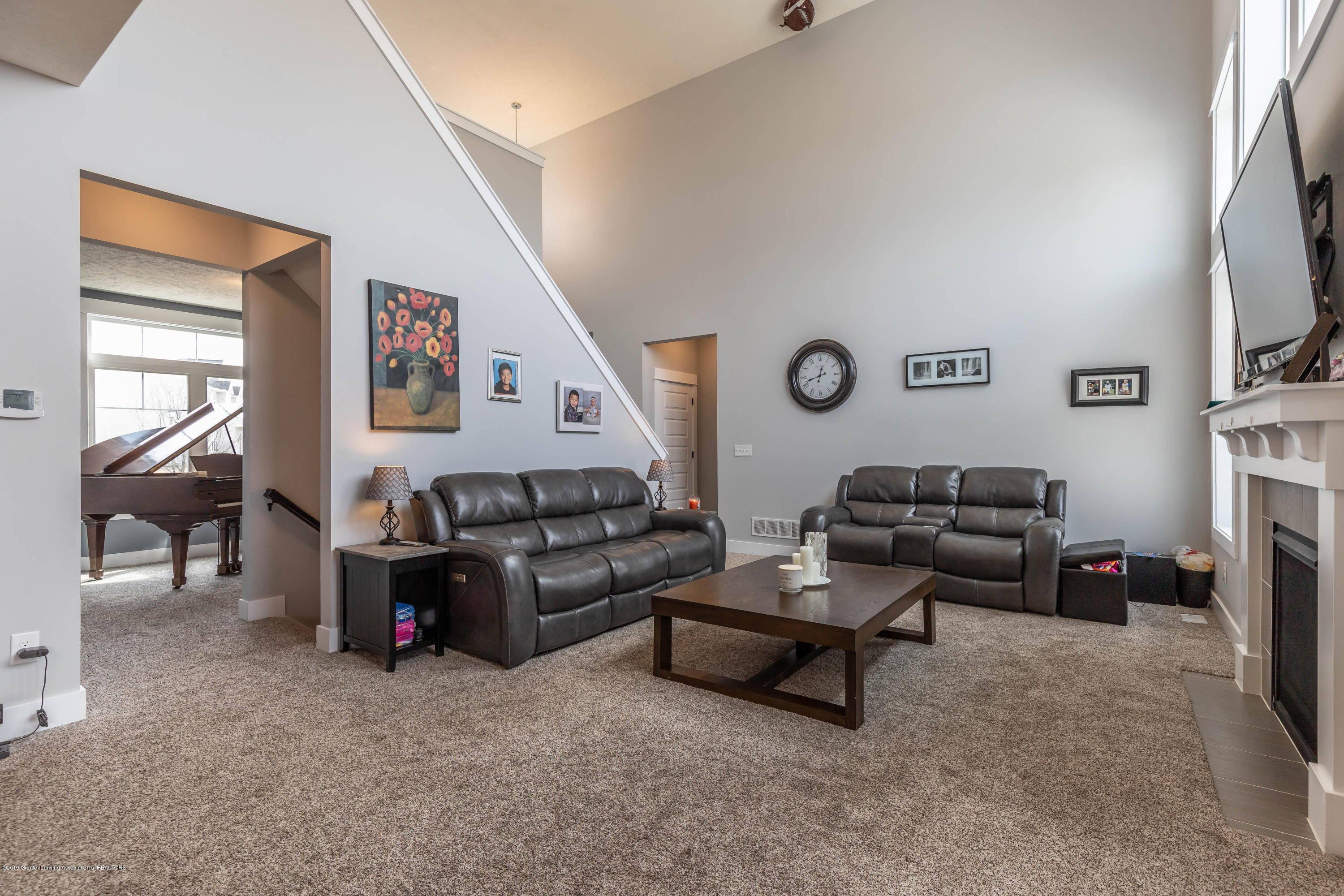 10565 Saddlebrook Dr - living room (2) - 10