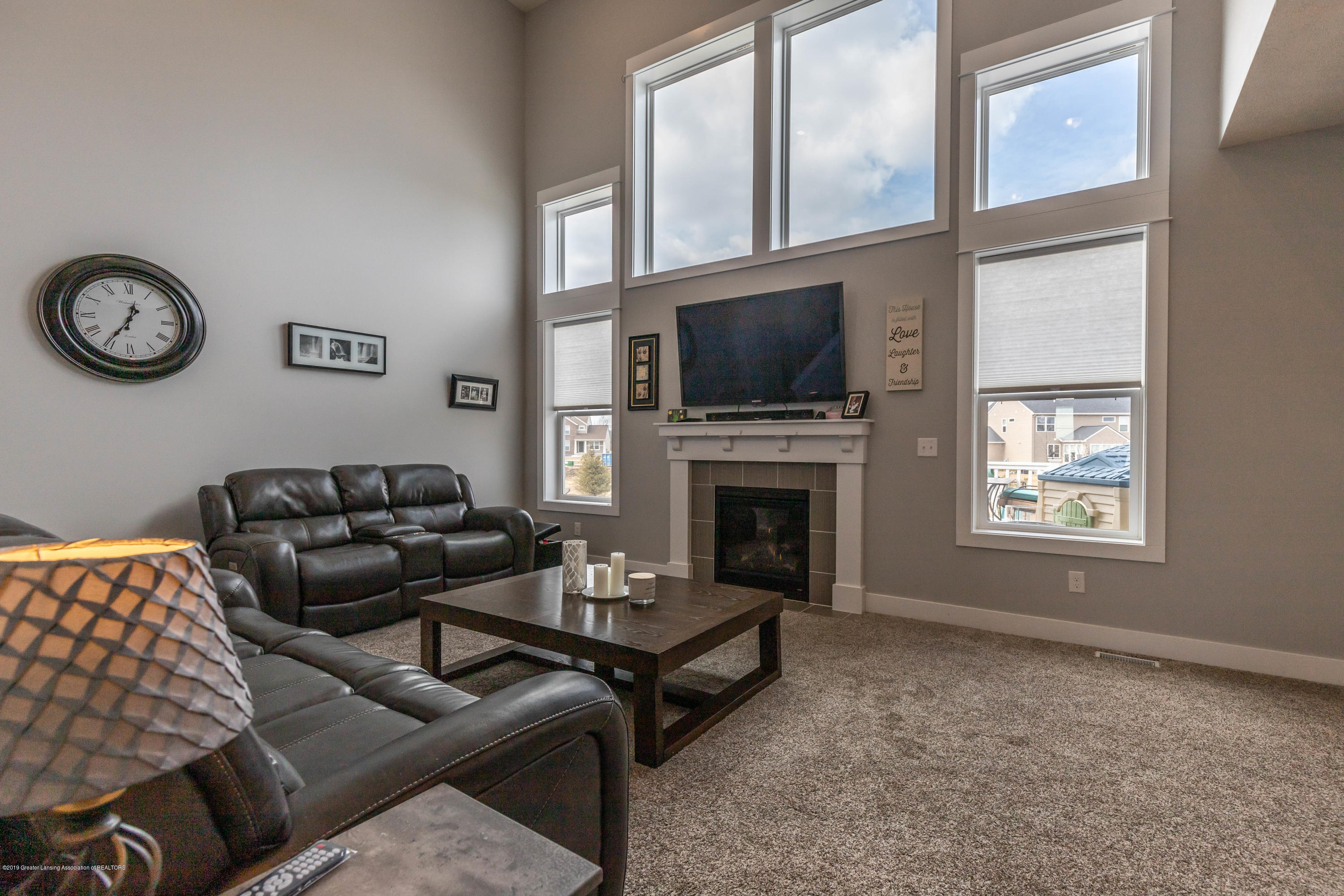 10565 Saddlebrook Dr - living room - 36
