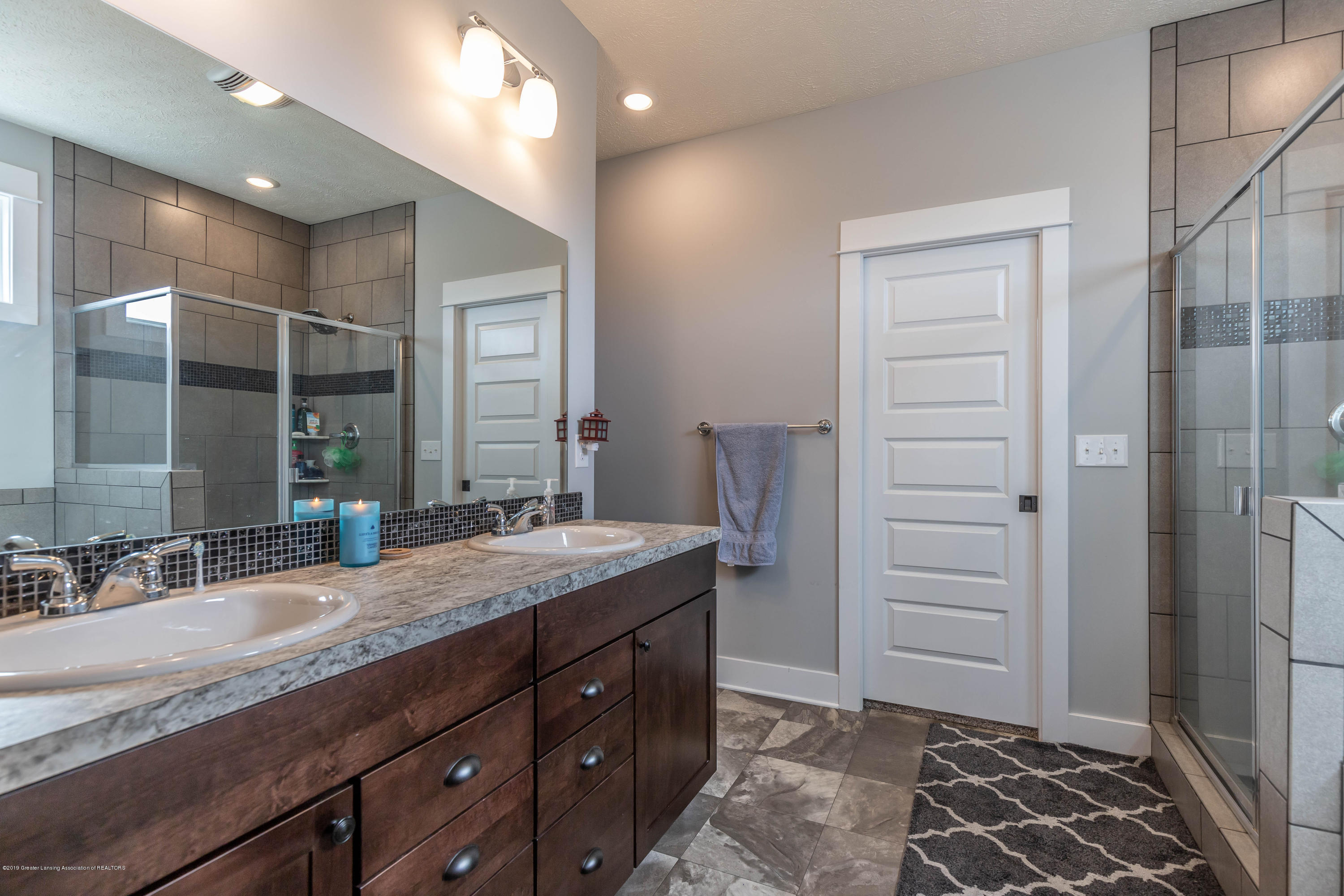 10565 Saddlebrook Dr - master bath - 21