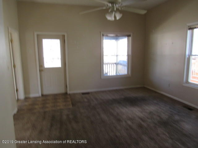 220 Bostwick St N - Living Room - 2