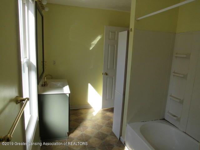 220 Bostwick St N - IMG_0126 - 14