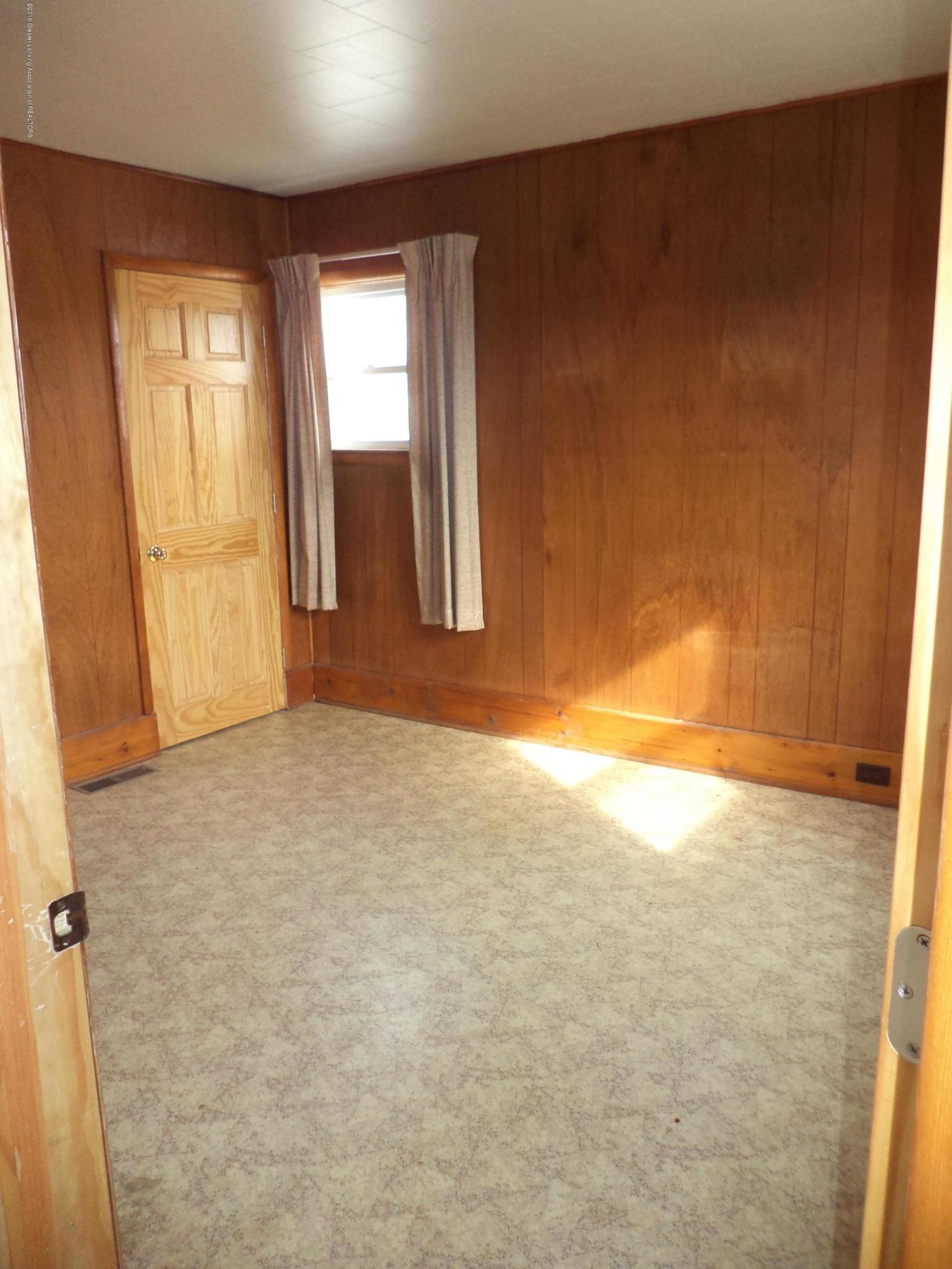 4861 E Parks Rd - 1st floor bedroom - 10