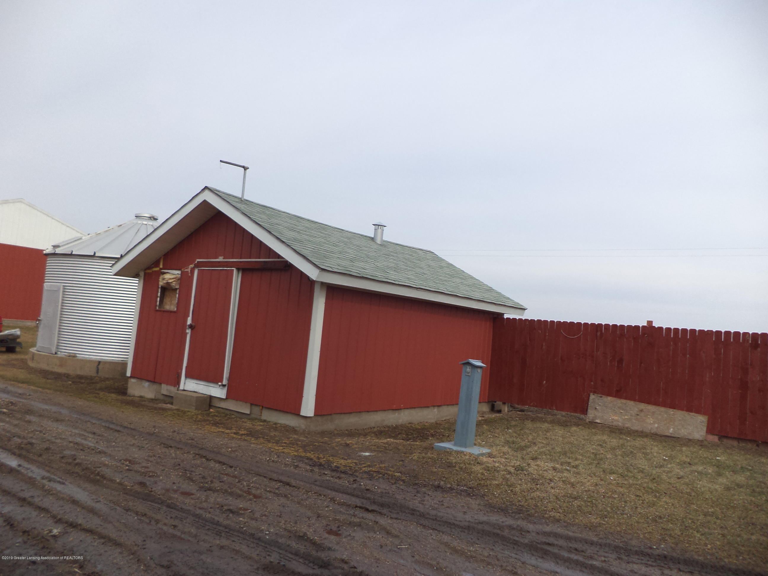 4861 E Parks Rd - Short silo & finished interior building - 27